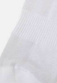 Reebok - LOW CUT SOCK 3 PACK UNISEX - Calcetines tobilleros - white - 1