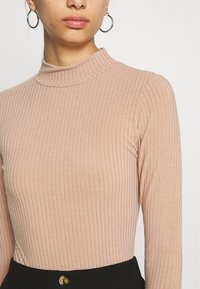 New Look - TURTLE BODY - Long sleeved top - camel - 5