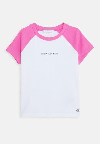 COLORBLOCK - Print T-shirt - pink