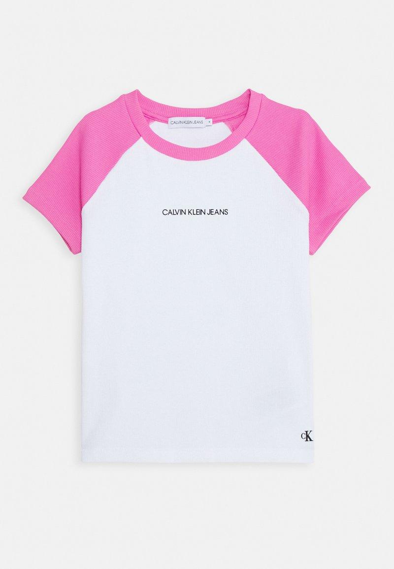 Calvin Klein Jeans - COLORBLOCK - Triko spotiskem - pink