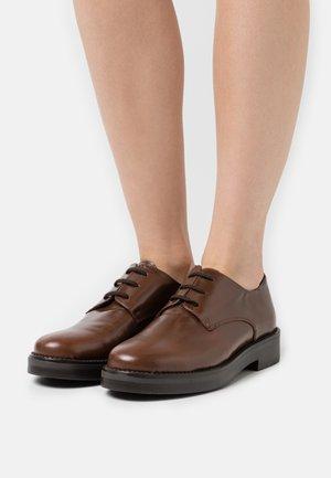 MIDNIGHT - Šněrovací boty - marron