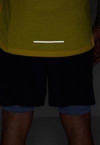 Nike Performance - RISE TANK ARTIST - Funktionströja - chrome yellow/obsidian/reflective silver - 6