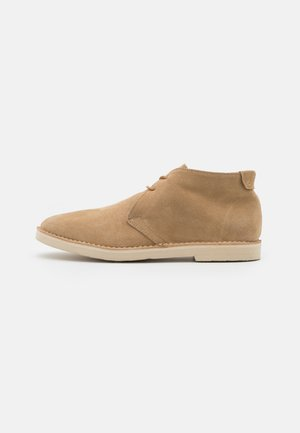 DIETER  - Casual lace-ups - sand