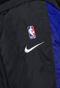 Nike Performance - NBA CITY EDITION TRACKSUIT - Tracksuit - black/rush blue/university red - 7