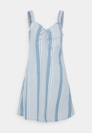 VMAKELA FLOU STRING - Denim dress - light blue denim/white