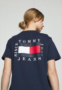 Tommy Jeans - HORIZONTAL STRIPE TEE - T-shirts med print - twilight navy - 3