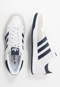 adidas Originals - TEAM COURT - Trainers - footwear white/collegiate navy - 1