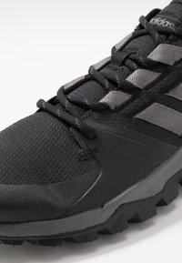 adidas Performance - KANADIA - Chaussures de running - coreblack/grey five/grey two - 5