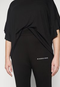 Missguided Plus - PLUS SIZE BRANDED - Leggings - Trousers - black - 4