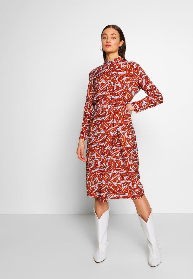 OBJORRIE DRESS - Sukienka koszulowa - sugar almond