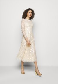 Needle & Thread - AURELIA LONG SLEEVE BALLERINA DRESS - Occasion wear - champagne - 1