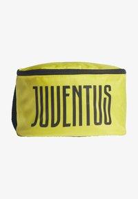 adidas Performance - JUVE WASHKIT - Wash bag - yellow - 0
