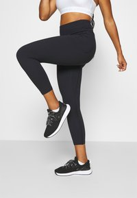 Under Armour - MERIDIAN CROP - Tights - black - 0