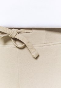 Peak Performance - ORIGINAL LIGHT WIDE - Kalhoty - celsian beige - 4