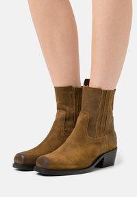 Shabbies Amsterdam - Cowboy/biker ankle boot - brown - 0