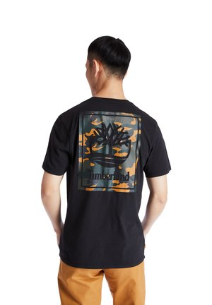 YC SS BACK CAMO TREE TEE - T-shirt z nadrukiem - black