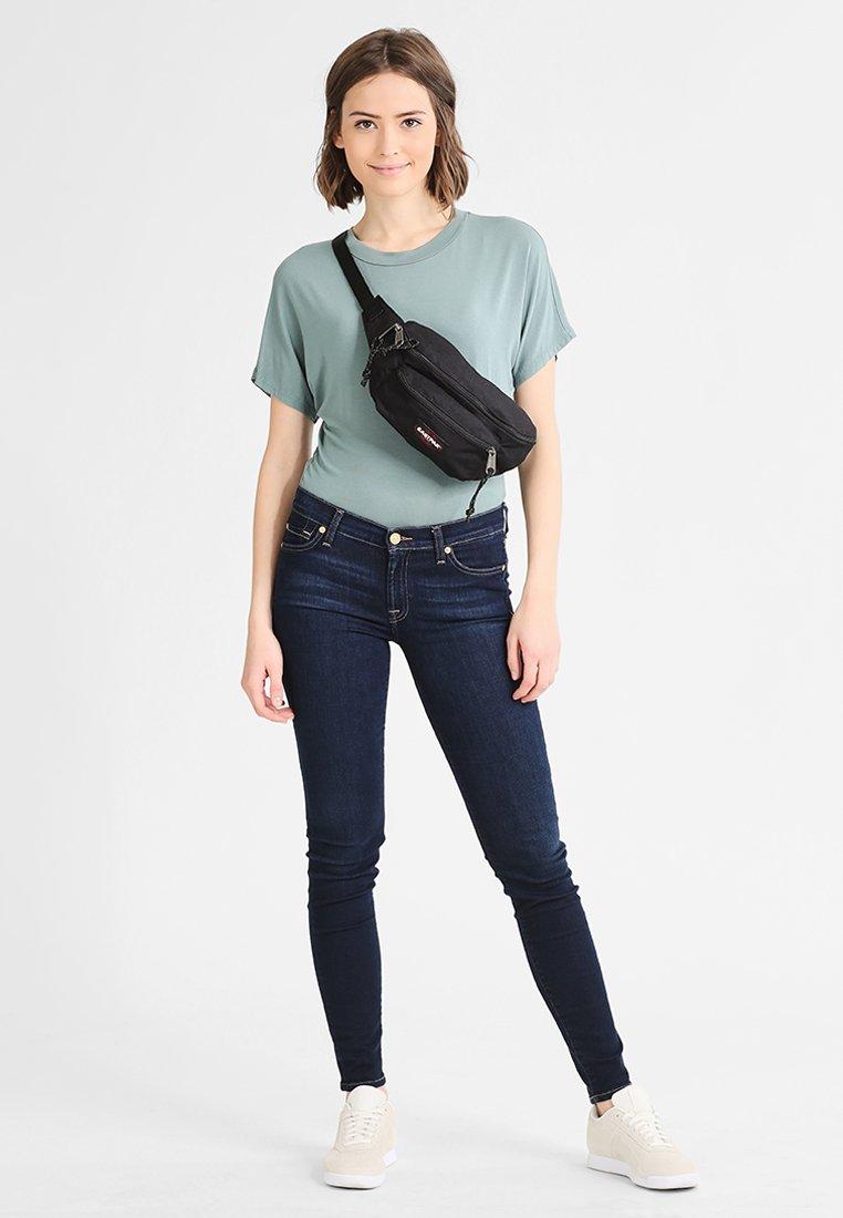 Eastpak - DOGGY BAG/CORE COLORS - Bum bag - black