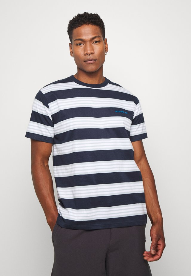 OLEI STRIP TEE - T-shirt z nadrukiem - navy/mint