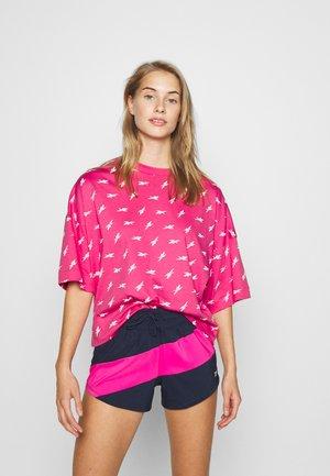 VECTOR TEE - Print T-shirt - pink