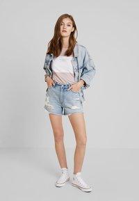 Abercrombie & Fitch - LIGHT DESTROY CUFF HIGH RISE - Jeans Shorts - stone blue denim - 1