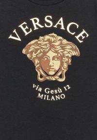 Versace - MEDUSA MILAN UNISEX - Print T-shirt - black/gold - 2