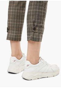 s.Oliver - Trousers - brown check - 5