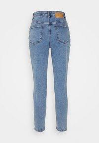 Pieces Petite - PCKESIA MOM - Slim fit jeans - light blue denim - 1