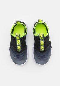 Nike Performance - FLEX RUNNER UNISEX - Hardloopschoenen neutraal - smoke grey/volt/black/white - 3