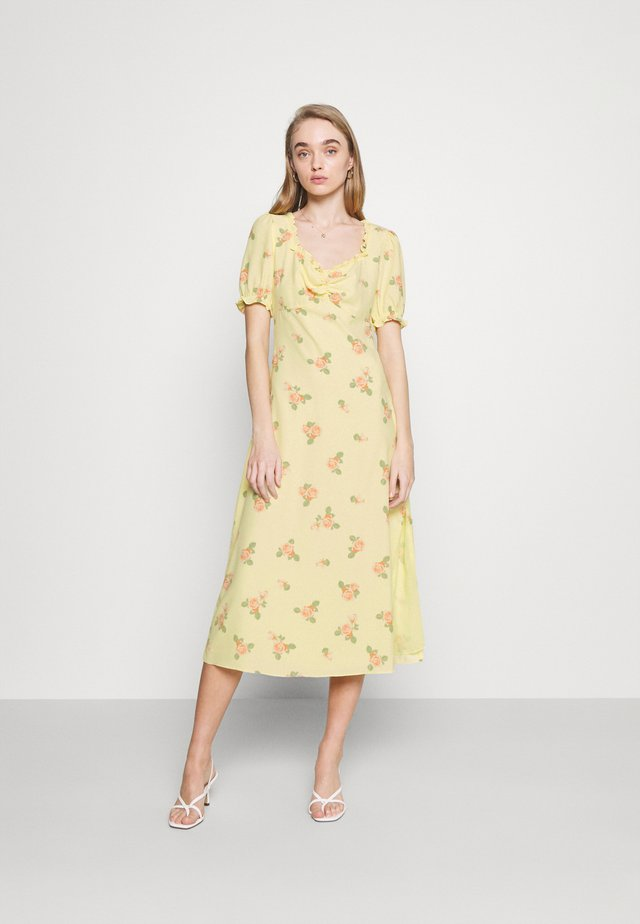MIDI DRESSES WITH SCOOP NECK SLEEVES RUFFLE TRIM AND SIDE - Korte jurk - yellow