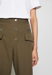 3.1 Phillip Lim - SNAP PANT - Spodnie materiałowe - fir green - 6