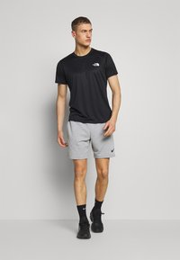 The North Face - REAXION BOX TEE - T-shirt imprimé - black - 1