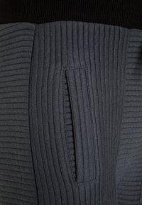 NOP - PANTS SLIM VERENE - Teplákové kalhoty - graphite - 3