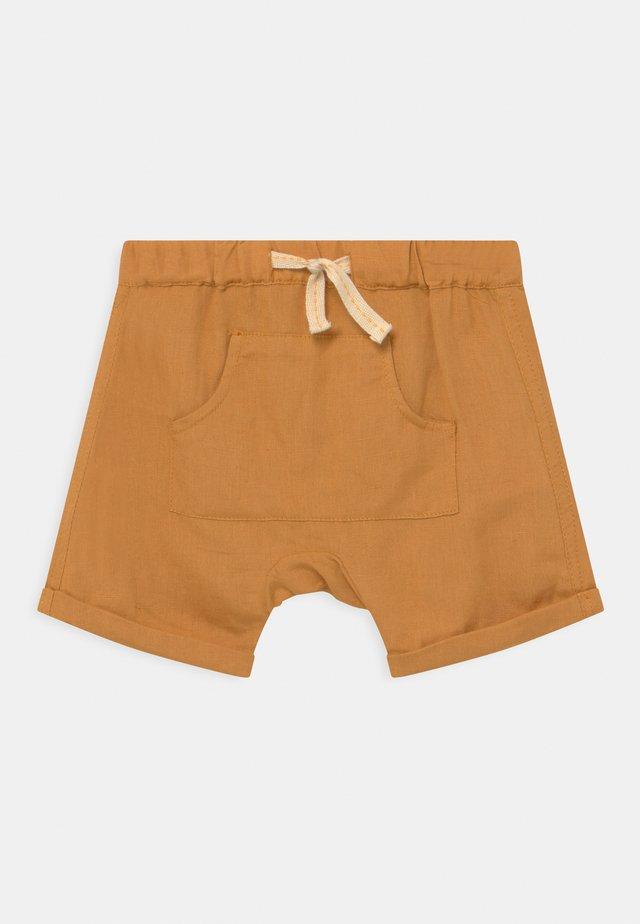 HOLME - Shorts - butternut