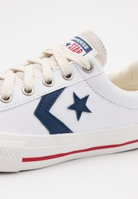 Converse - STAR PLAYER UNISEX - Baskets basses - white/navy/gym red - 5