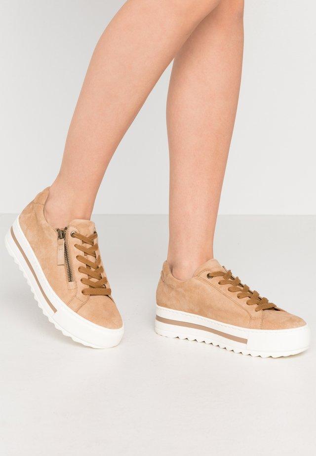 Sneakers laag - caramel