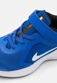 Nike Performance - DOWNSHIFTER 10 UNISEX - Zapatillas de running neutras - game royal/white/black - 5
