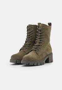 Vero Moda Wide Fit - VMLINETTE BOOT WIDE FIT VIP - Platform ankle boots - dark olive - 2