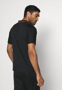 Nike Performance - NIEDERLANDE KNVB AWAY - Landslagströjor - black/safety orange - 2