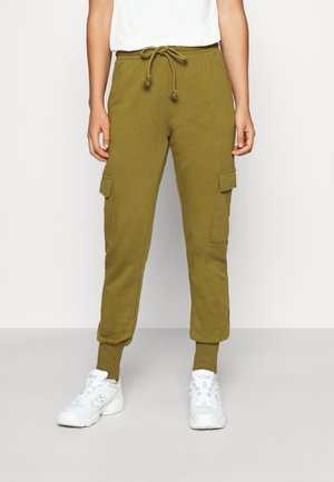 VMMERCY PANT - Tracksuit bottoms - fir green