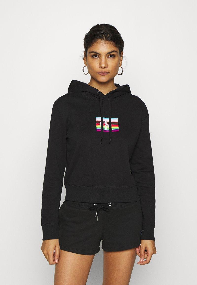 Calvin Klein Jeans - SMALL FLAG BOXY HOODIE - Hoodie - black