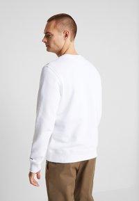 Calvin Klein Jeans - ESSENTIAL  - Mikina - bright white - 2