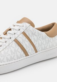MICHAEL Michael Kors - KEATON STRIPE LACE UP - Sneakers basse - bright white - 6