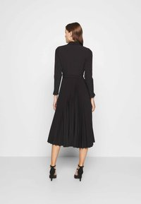 Closet - PLEATED SHIRT DRESS - Shirt dress - black - 2