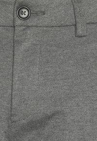 TOM TAILOR - JOSH  - Shorts - grey melange pique - 6