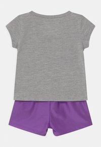 Nike Sportswear - PRACTICE PERFECT SET - Print T-shirt - wildberry - 1