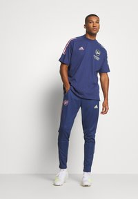 adidas Performance - ARSENAL FC AEROREADY SPORTS FOOTBALL PANTS - Article de supporter - blue - 1