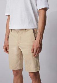 BOSS - LIEM - Shorts - light beige - 3