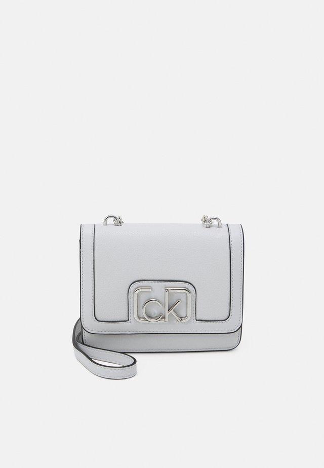 FLAP SHOULDER BAG - Across body bag - grey