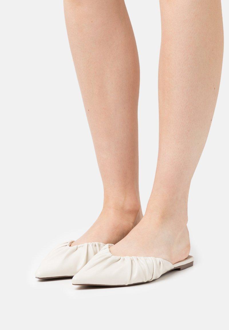 Who What Wear - DORY - Pantofle - prestine