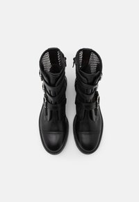 Stuart Weitzman - SYDNEY LIFT - Korte laarzen - black - 3